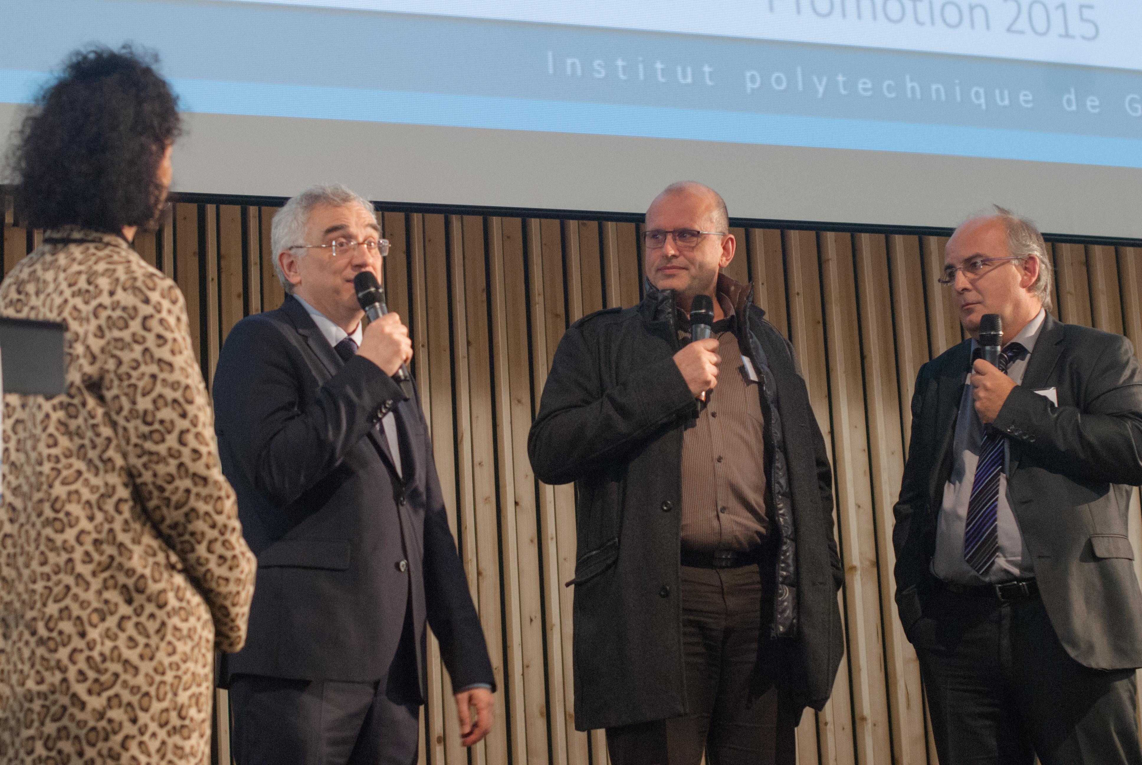 Remise des diplômes pour Eric Richard, en compagnie de Jean-Marc Dedulle, Directeur du Département Formation Continue et Brigitte Plateau, administrateur général de Grenoble INP